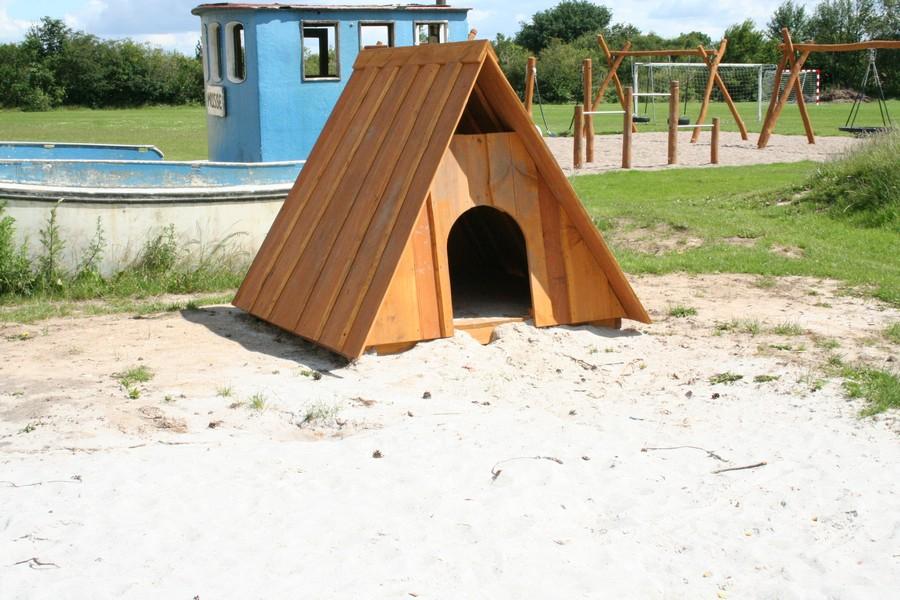 Robinia Badger Hut